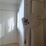一見シンプルなカーテン